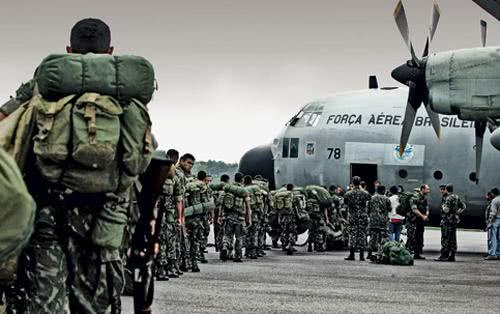 Militares-FAB